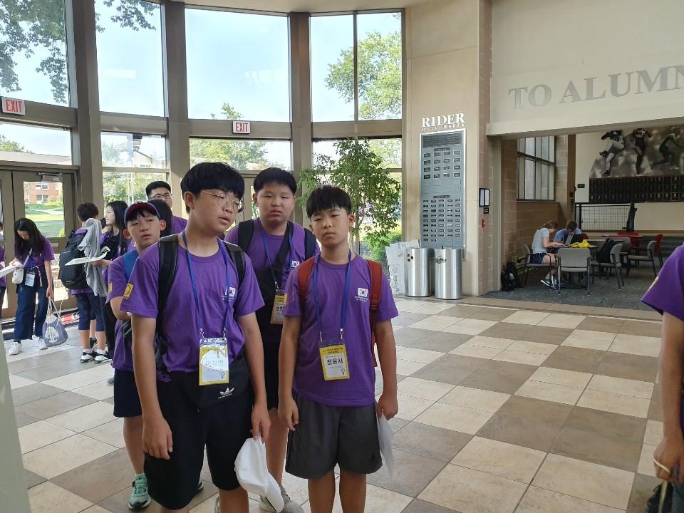 세계학생창의력올림피아드 2019 한국대표로 대회참가중인 소플 소프트웨어플러스 넥스트코딩 회원들 04.jpg