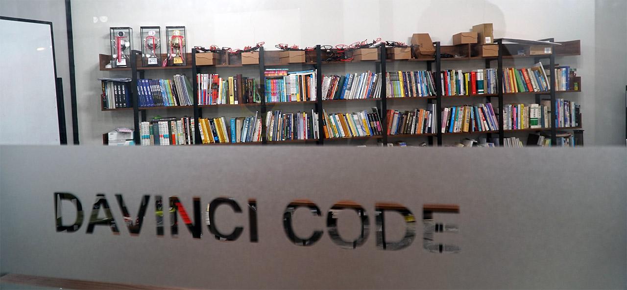 소프트웨어플러스_강의실_Davinci Code_1280.jpg